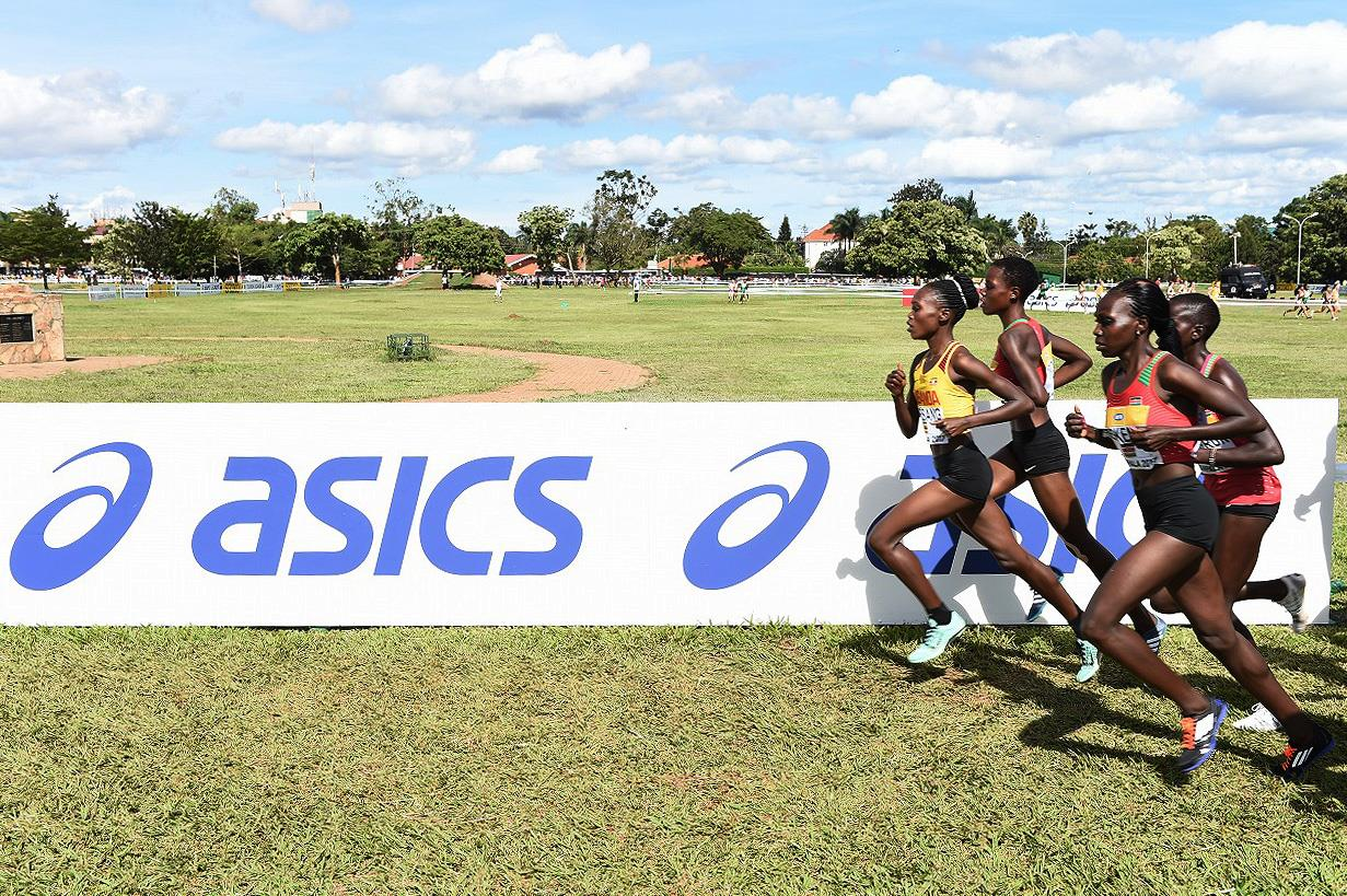 Runners in the U20 women's race at the IAAF World Cross Country Championships Kampala 2017 (Jiro Mochizuki)