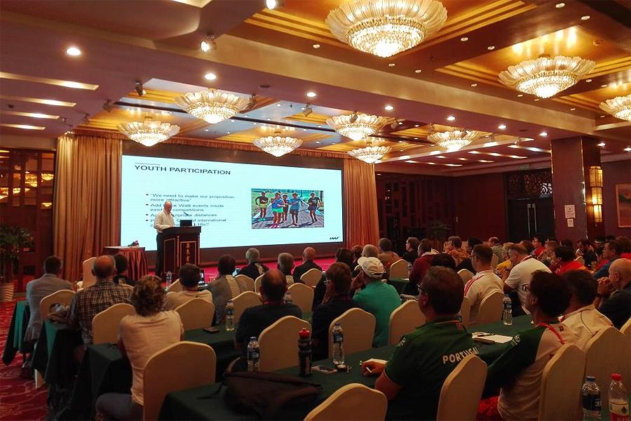 Tim Berrett at the IAAF Race Walking Seminar in Taicang (IAAF Race Walking Committee)