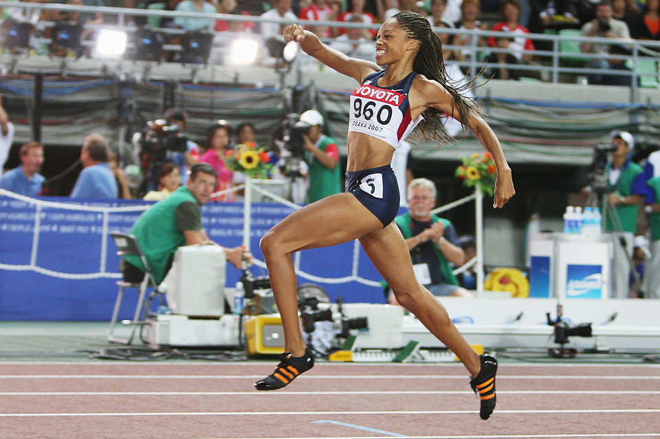 Allyson Felix wins the 200m (Getty Images)