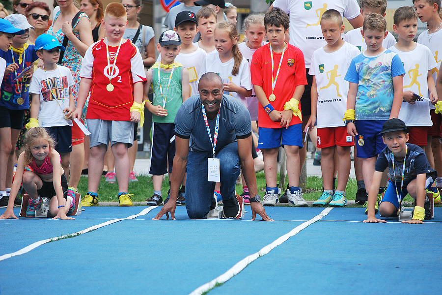 Colin Jackson at the kids athletics event on Mill Island in Bydgoszcz (Grzegorz Kowalski)