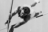 US pole vaulter Don Bragg in action at the 1960 Olympic Games (Getty Images)