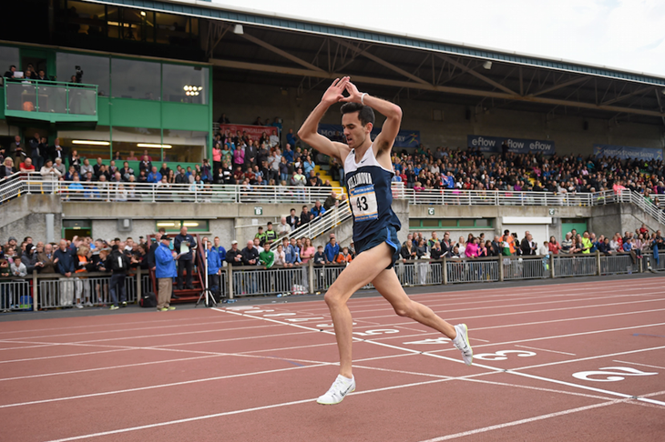Sam McEntee wins the 3000m at the 2015 Morton Games ()