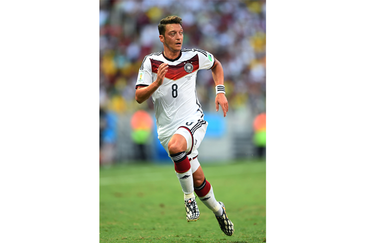 Mesut Ozil SPIKES ()