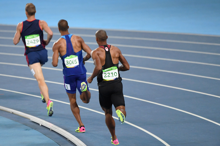 Kevin Mayer, Ashton Eaton and Damian Warner during the decathlon 1500m in Rio ()