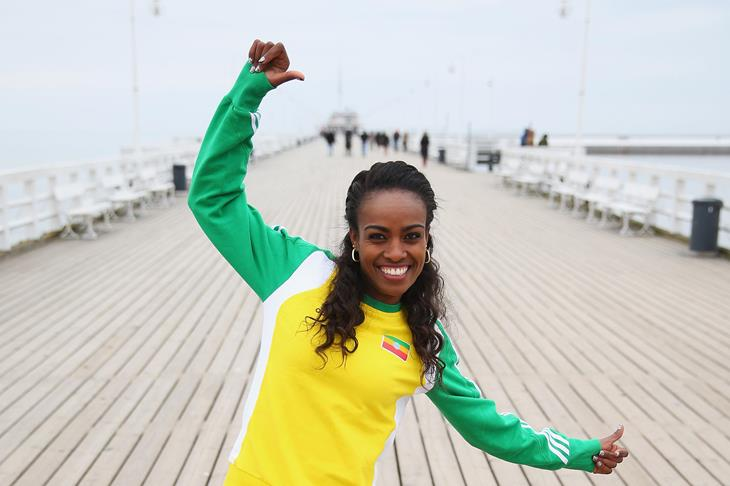 Genzebe Dibaba posing on a pier ahead of Sopot 2014 ()