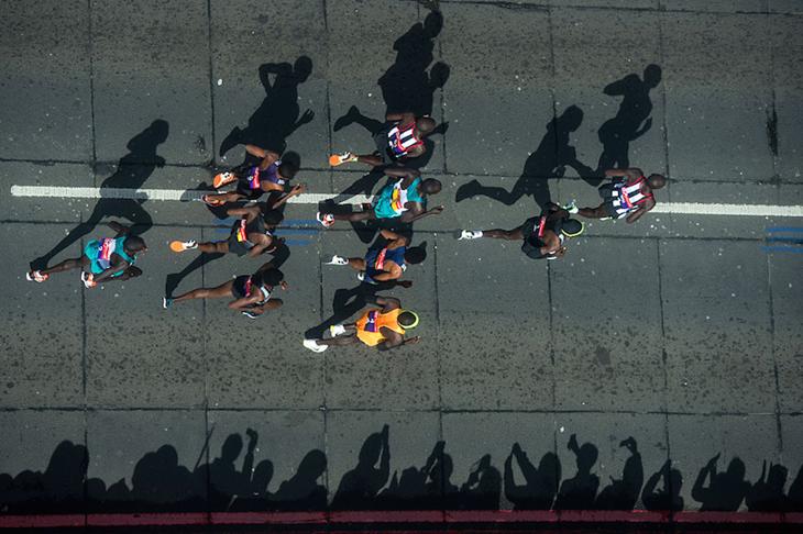 Men's elite during the 2016 London Marathon ()