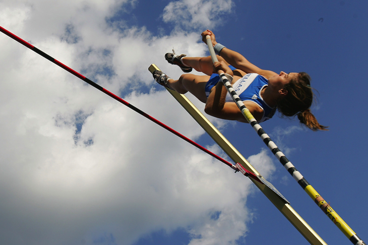 Ekaterini Stefanidi in the pole vault at the 2007 World Youth Championships (Getty Images)