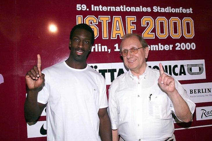 Michael Johnson and Rudi Thiel ahead of the 2000 ISTAF in Berlin ()