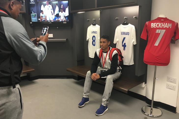 Wayde van Niekerk poses with Steven Gerrard's kit at Wembley (Michelle Sammet)