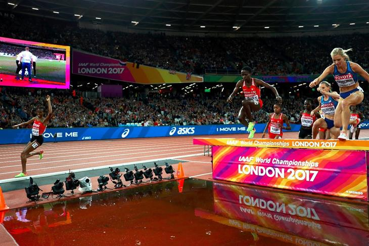 Jepkoech forgets to clear waterjump during steeplechase final (Getty Images)