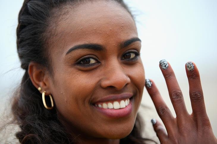 Genzebe Dibaba shows us her nails ahead of Sopot 2014 ()