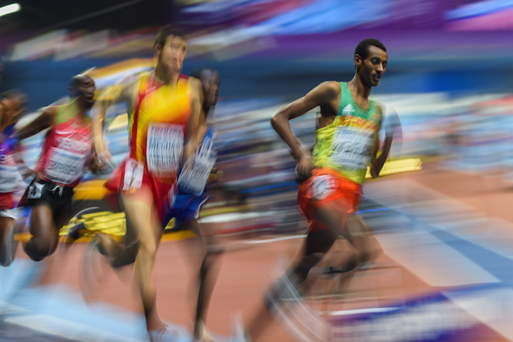 Yomif Kejelcha on his way to winning 3000m gold at World Indoors in Birmingham ()