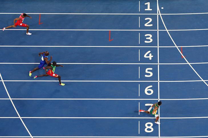 Wayde van Niekerk wins the 400m in a WR 43.03 ()
