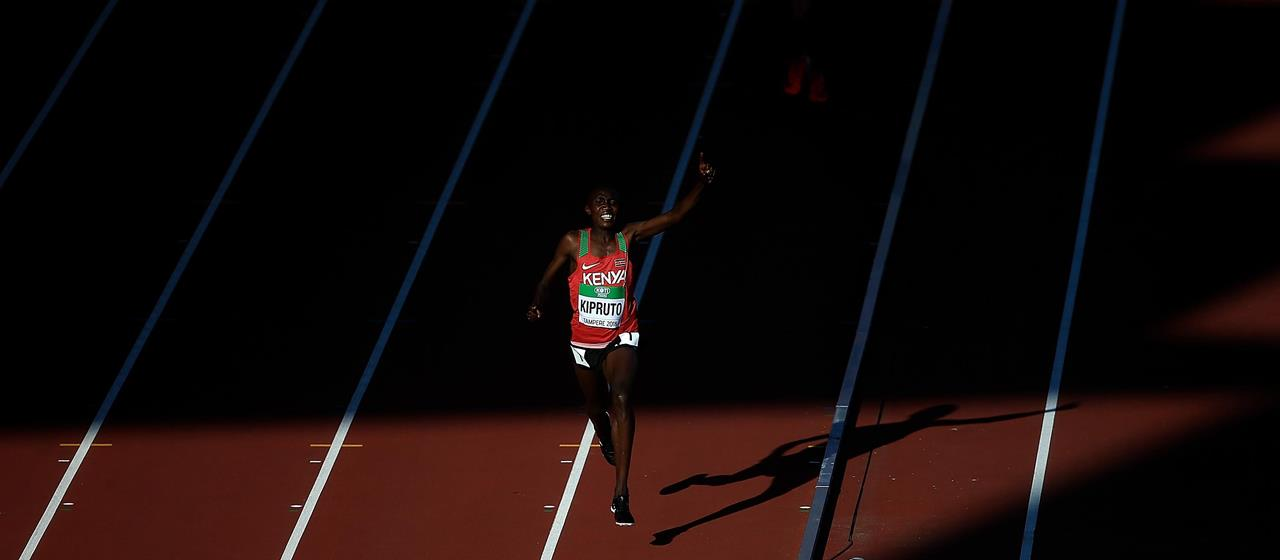 Rhonex Kipruto celebrates at the World U20 Championships (Getty Images)