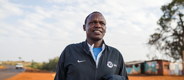 Patrick Sang coaching in Kenya (Dan Vernon / NN Running Team)