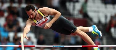 Kai Kazmirek competes in the decathlon pole vault at London 2017 (Getty Images)